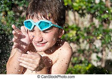 água, tocando, criança