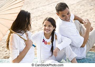 ângulo, família, alto, hispânico, feliz, praia, vista