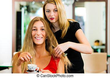 aconselhar, mulher, cabeleireiras, obtendo