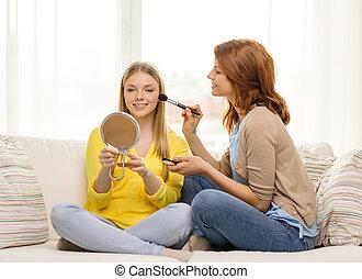 adolescente, aplicando, fazer, meninas, cima, dois, lar, sorrindo