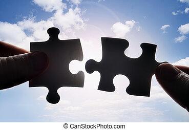 ajustar, quebra-cabeça, dois, junto, pedaços, mãos, tentando