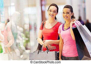 amigos, centro comercial, shopping, dois, feliz