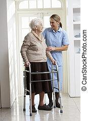 andar, mulher, carer, quadro, idoso, ajudando, usando, sênior