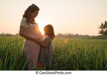 ao ar livre, filha, dela, mulher grávida, desfrutando