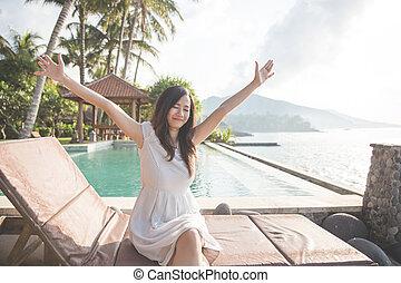 aumento, dela, luz solar, tropicais, bonito, mãos, menina, desfrutando, praia