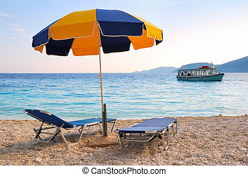 azul, guarda-chuva, coloridos, sol, dois, sunbeds, mar, bote