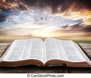 bíblia aberta, pôr do sol