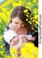 bebê, mãe, ao ar livre