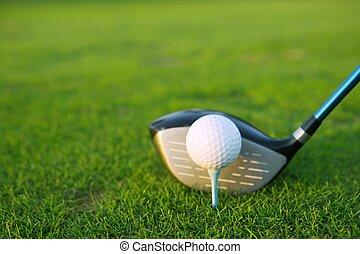 bola, taco golfe, motorista, tee, curso, grama verde