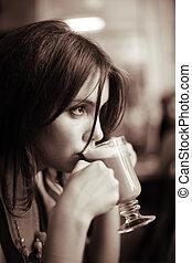 bonito, café, dof., raso, jovem, sipping, lattee., menina