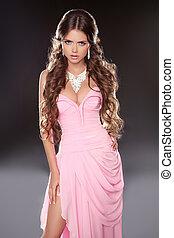 bonito, cor-de-rosa, mulher, isolado, escuro, morena, posar, fundo, deslumbrante, vestido