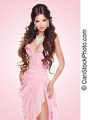 bonito, desgastar, mulher, beleza, sobre, experiência., cor-de-rosa, moda, morena, luxo, excitado, modelo, vestido, menina, posing.