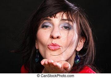 bonito, enviando, mulher, beijo, retrato