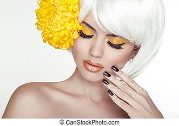 bonito, perfeitos, mulher, femininas, dela, beleza, face., maquilagem, fundo, isolado, amarela, manicured, flowers., tocar, fresco, loura, spa, skin., retrato, branca, nails.