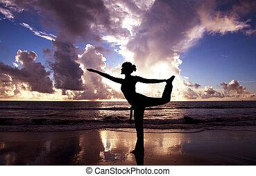 bonito, praia, mulher, ioga, amanhecer