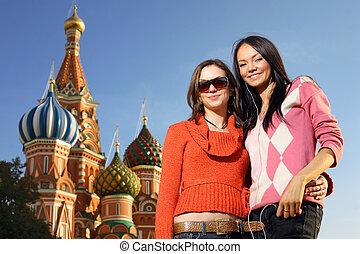 bonito, quadrado, jovem, logo, dois, são, catedral, russia., basil's, moscou, vermelho, mulheres