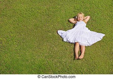 bonito, topo, capim, verde, criança, menina, mentindo, vista
