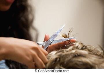 cabelo, fim, mãos, feminina, corte