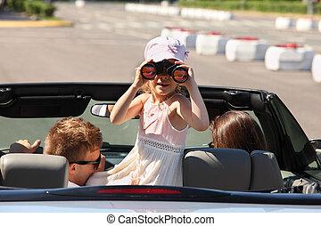 car;, filha, back;, passeio, foco, jovem, binóculos, através, pai, mãe, conversível, menina, olha