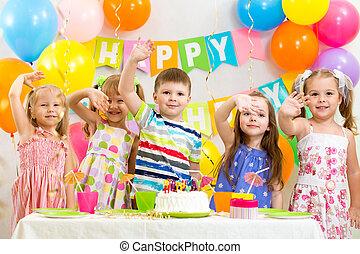 celebrando, aniversário, feriado, crianças, feliz