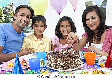 celebrando, bolo, corte, partido, aniversário, indianas, família, asiático