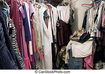 cheio, armário, desorganizado, penduradas, sujo, roupas