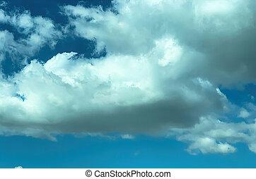 cima fim, nuvens, céu azul