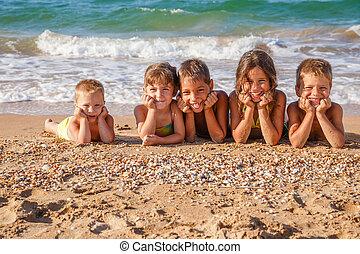 cinco, crianças, praia