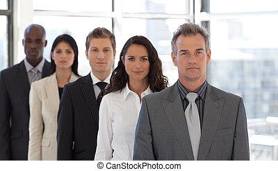 cinco, ficar, equipe, pessoa negócio, sendo, sério