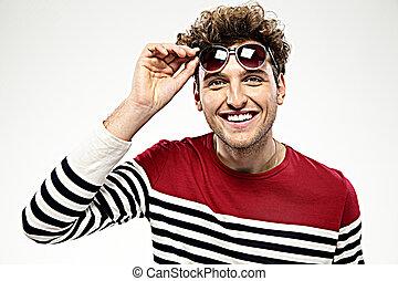 cinzento, moda, óculos de sol, sobre, fundo, homem, feliz