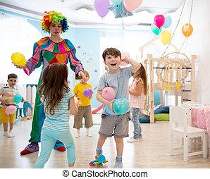 coloridos, entretém, crianças, aniversário, crianças, jogo, ballons, palhaço, partido.