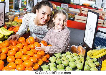 comprando, mulher, menininha, fruits.