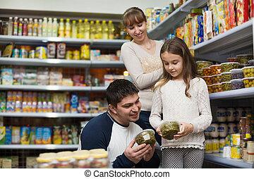 comprando, pequeno, estanhado, menina sorridente, pais, jovem