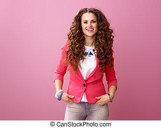 cor-de-rosa, mulher, modernos, isolado, fundo, retrato, sorrindo