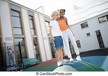 crianças, enquanto, desfrutando, jogar, tempo, junto