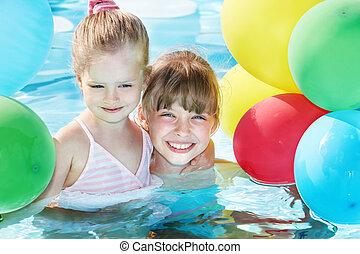 crianças, natação, balões, pool., tocando