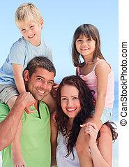 crianças, pais, seu, tocando, feliz