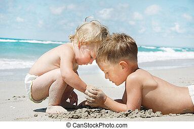 crianças, praia, dois, tocando