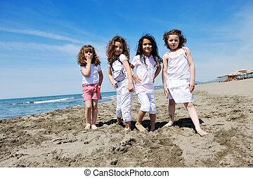 crianças, praia, tocando