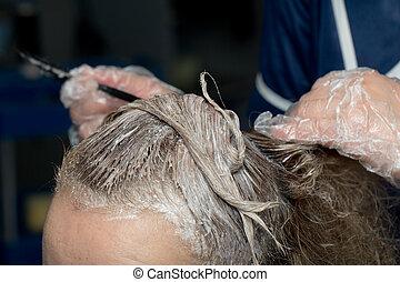 customer's, aplicando, cabelo, femininas, esteticista, tintura