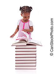 cute, pequeno, pessoas, -, branca, livro, isolado, americano, experiência preta, africano, leitura menina, crianças