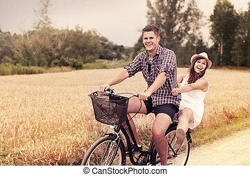 divertimento, montando, par, bicicleta, ter