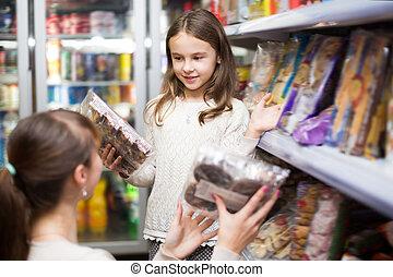 doces, mulher feliz, menina, pequeno, comprar