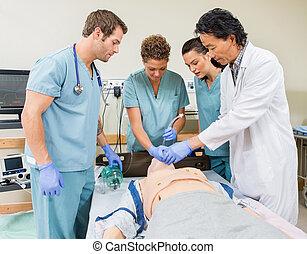 enfermeiras, hospitalar, instruindo, sala, doutor