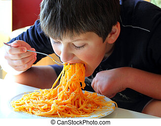 engraçado, spaghetti., comer, menino