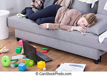 escritório, esvaziado, após, maternal, inteiro, dia, deveres