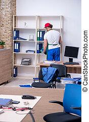 escritório, limpeza, contratante, jovem, macho