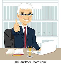 escritório, trabalhando, homem negócios, sênior