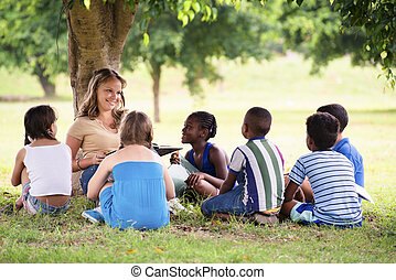 estudantes, filhos jovens, educação, livro, leitura, professor