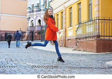 executando, mulher, rua, jovem, feliz